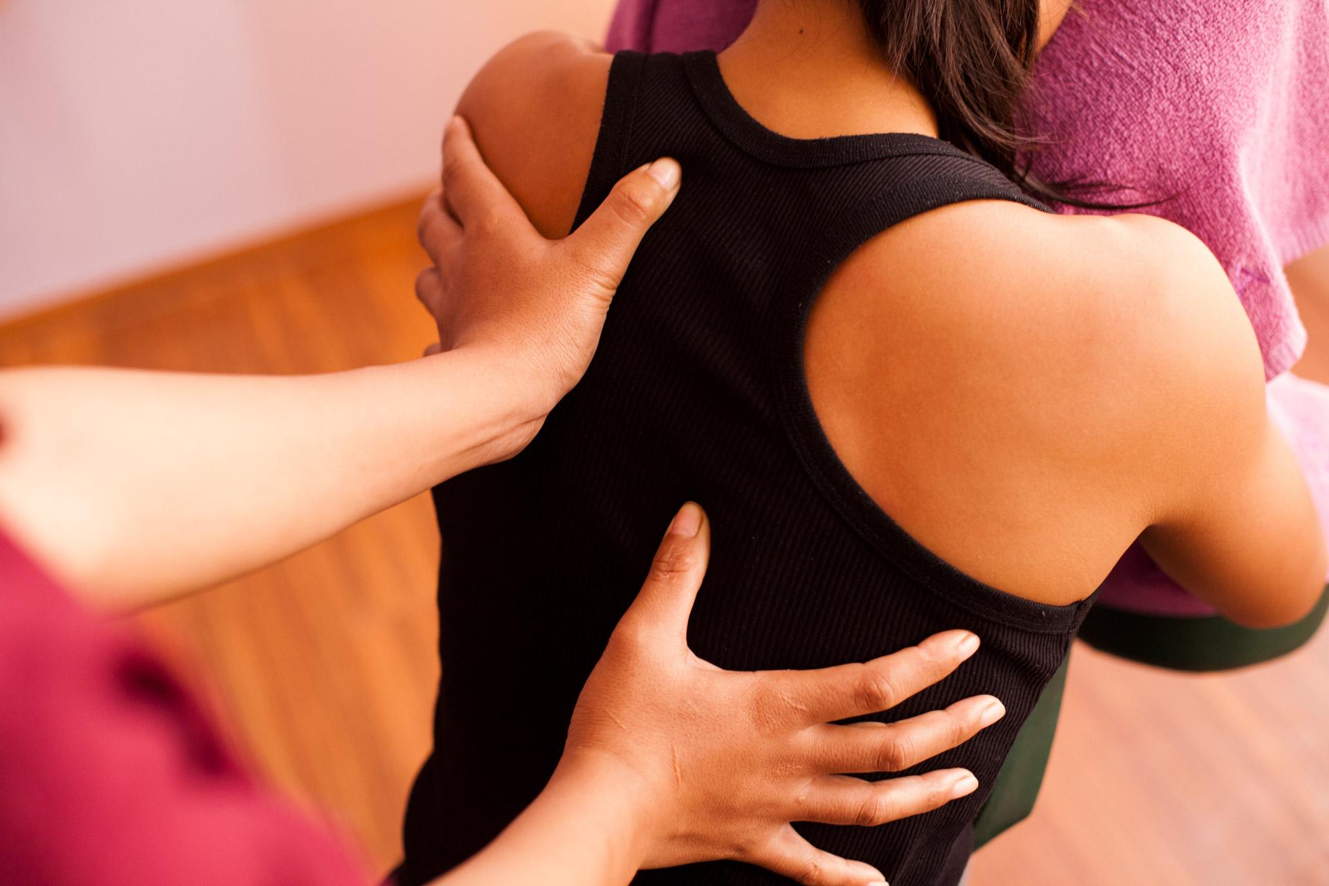 Back & Shoulder Massage – Sâmata